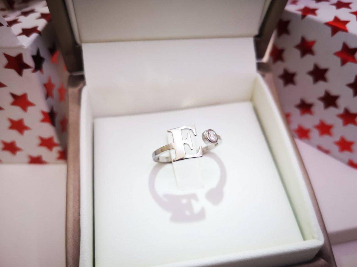 prsten sa inicijalom