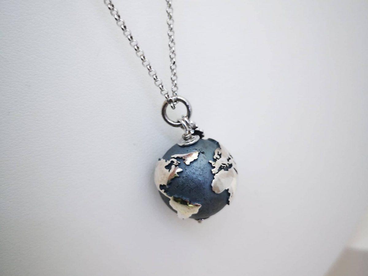 Srebrna ogrlica cijeli svijet m