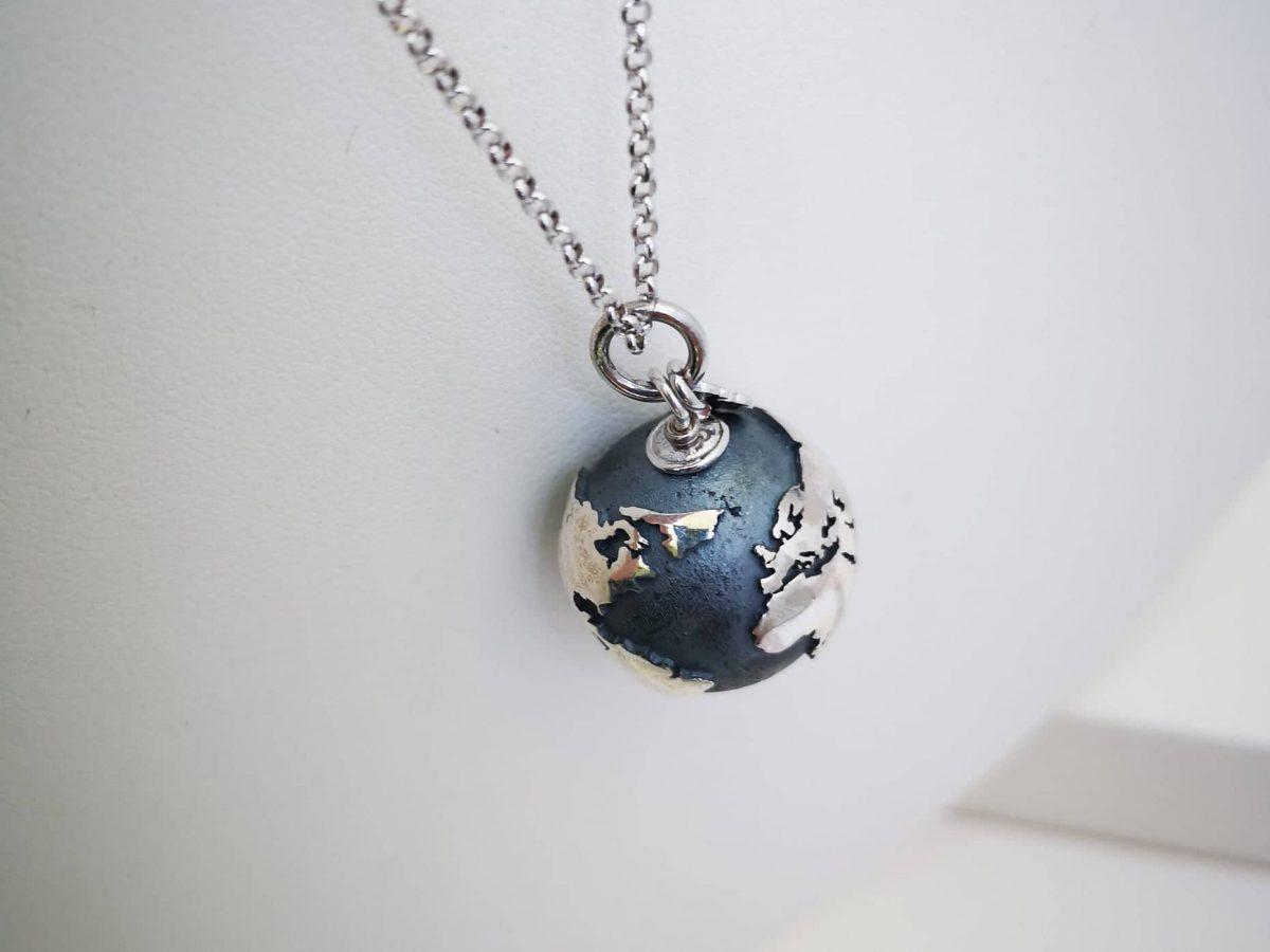Srebrna ogrlica Cijeli svijet