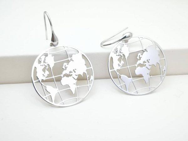 Cijeli svijet srebrne naušnice
