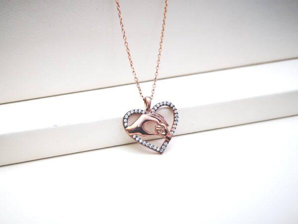 Ruke ljubavi srebrna ogrlica