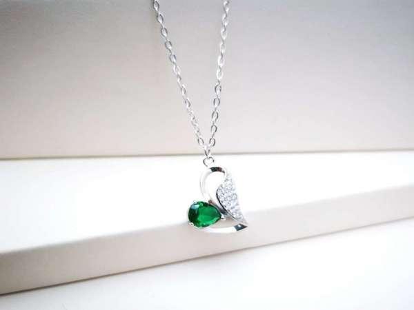 Smaragdno zeleno srce ogrlica