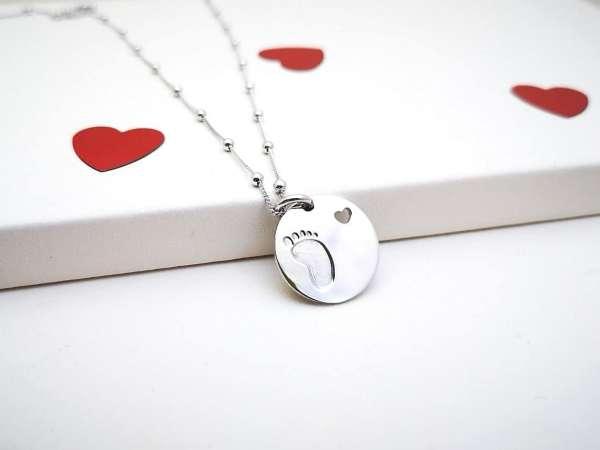 Baby stopalo medaljon srebrna ogrlica