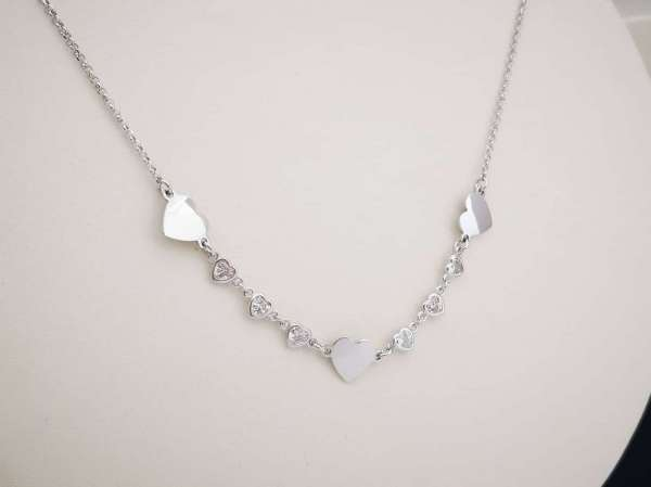 Srebrna ogrlica Love hearts