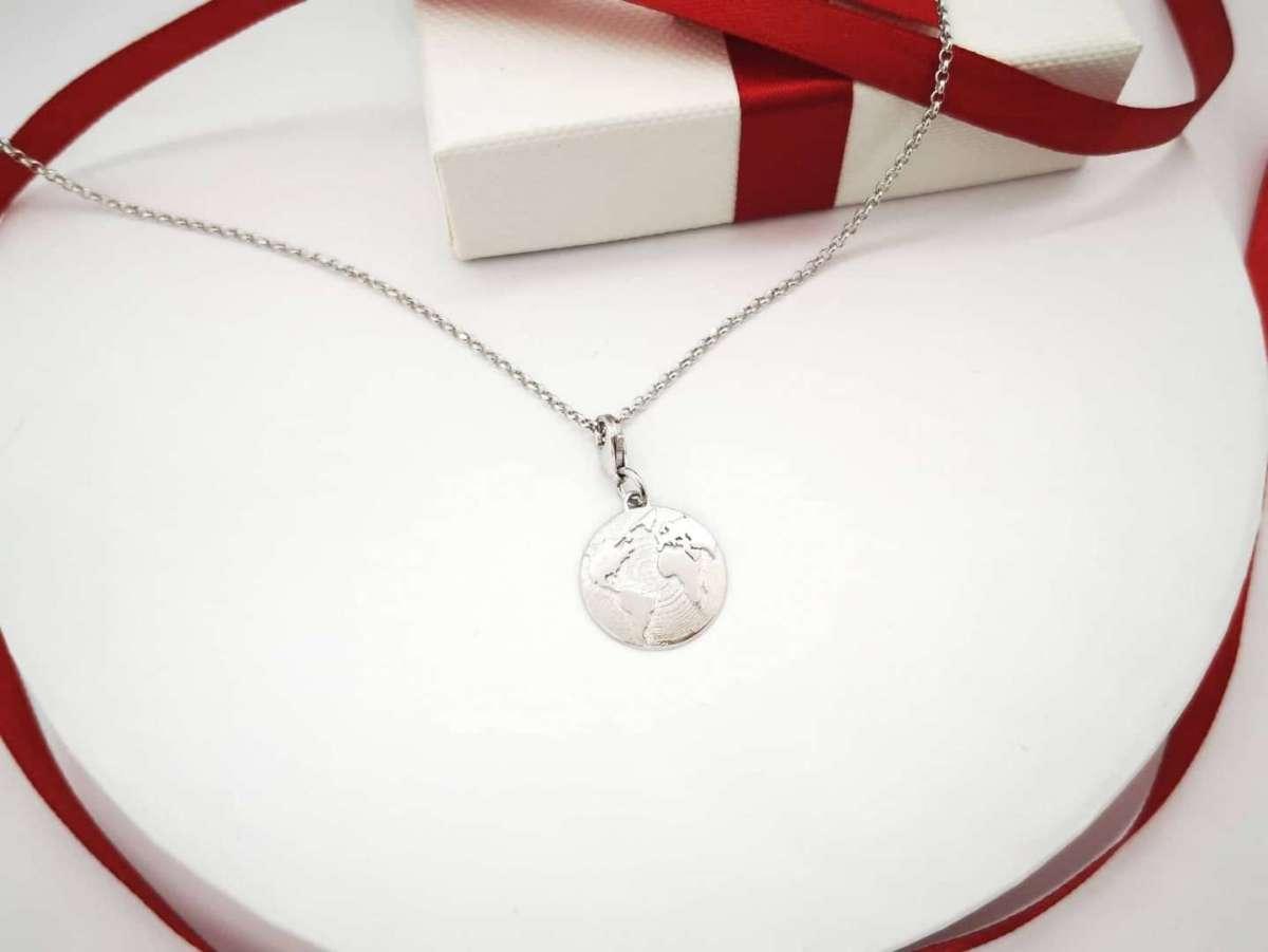 Svijet srebrna ogrlica