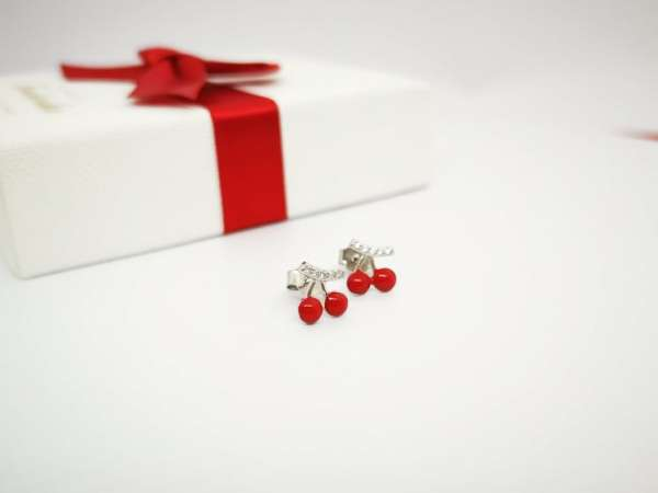 Crvene trešnje srebrne naušnice