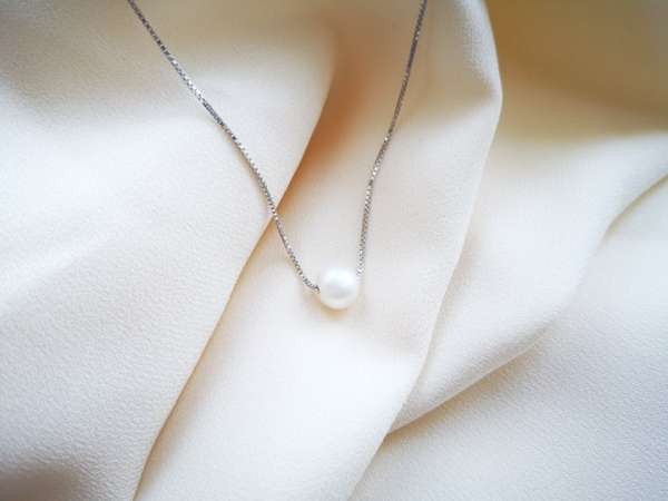 Classy pearl srebrna ogrlica