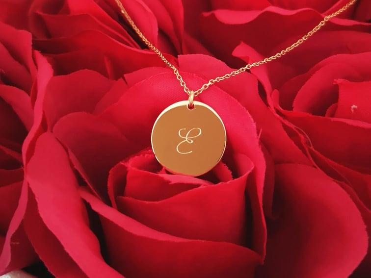 Zlatna ogrlica mini medaljon