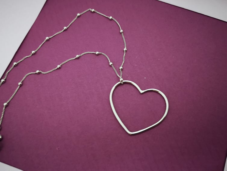 Obris srca srebrna ogrlica