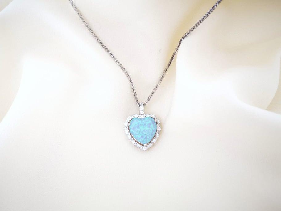 Srce opal srebrna ogrlica