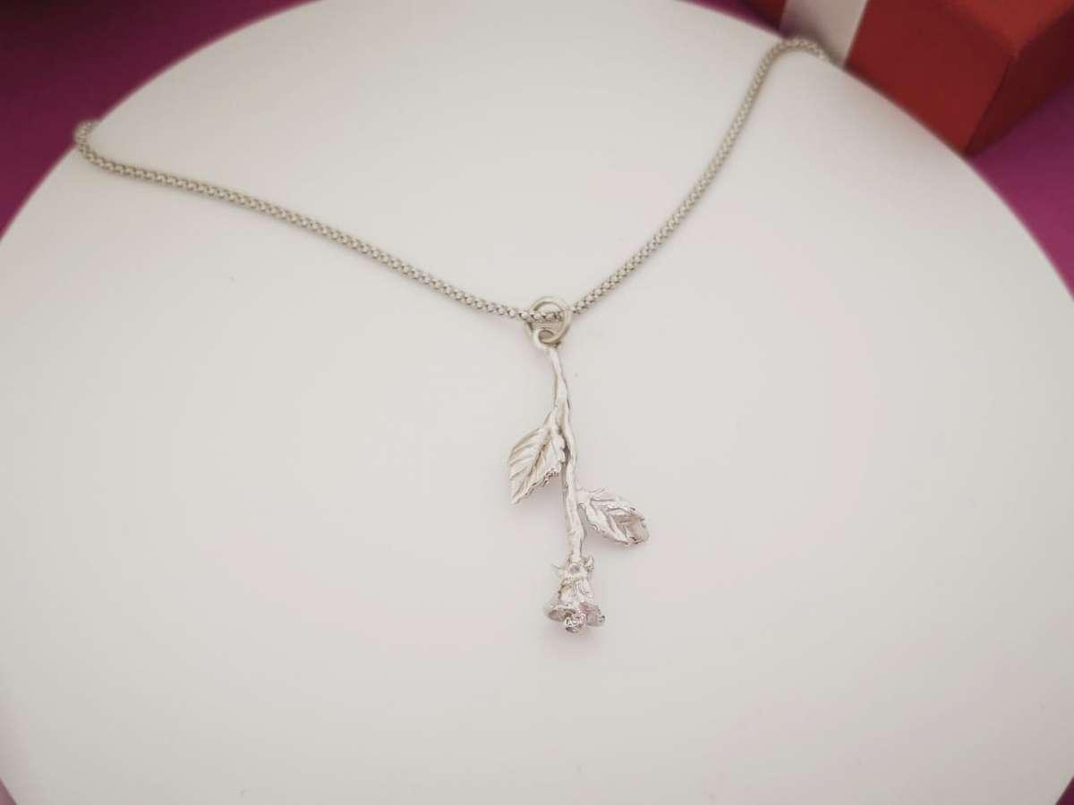 Ruža srebrna ogrlica