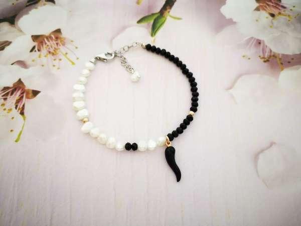 Black & white pearl narukvica